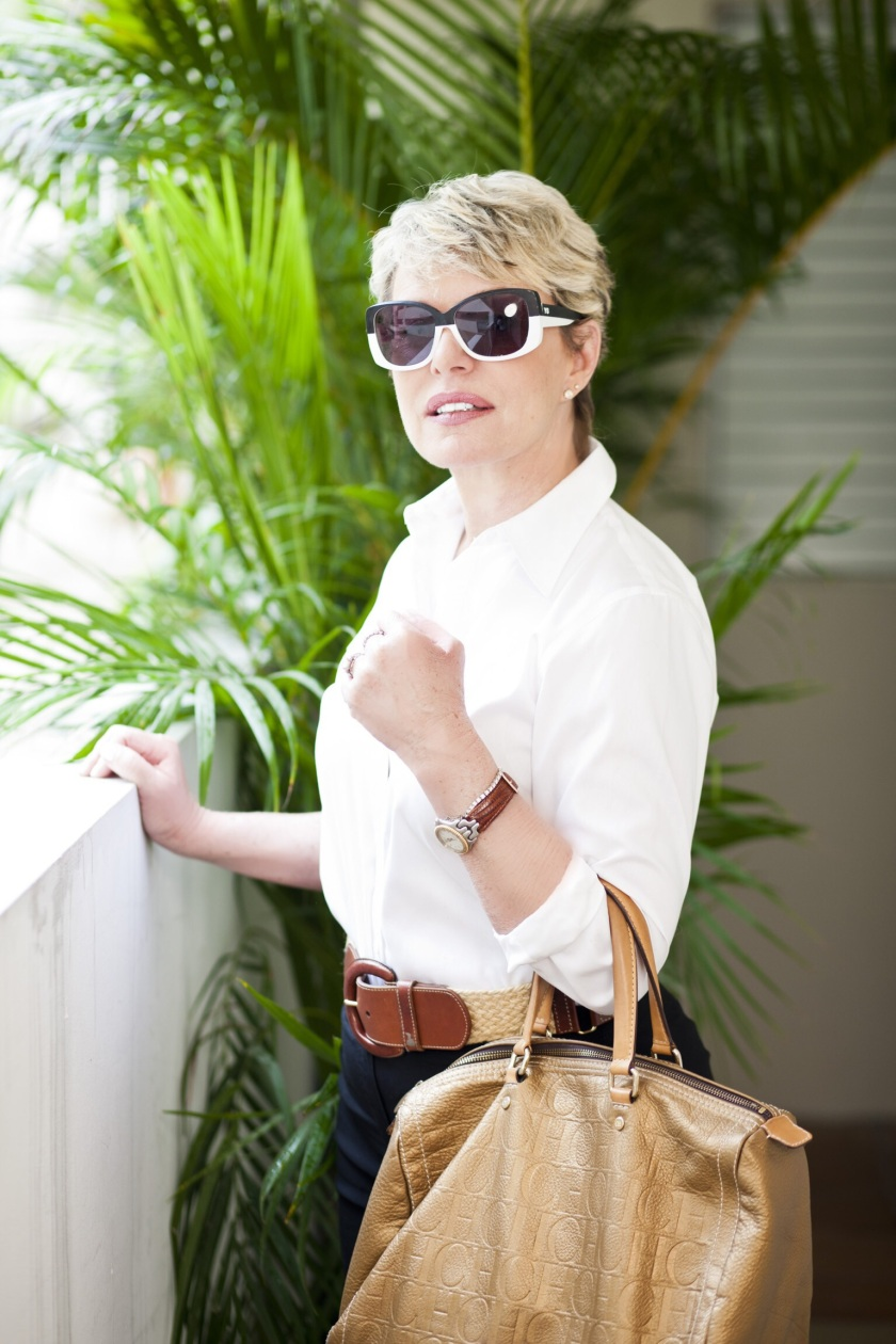 I went with my son and his wife to the Y3 store. Nothing form me there!  Except these stunning sunglasses.  Shirt and belt: Ralph Lauren; Purse: Carolina Herrera; watch: Tag Heure; Photo: Jaime Rivera; Make-up: Ingrid Román